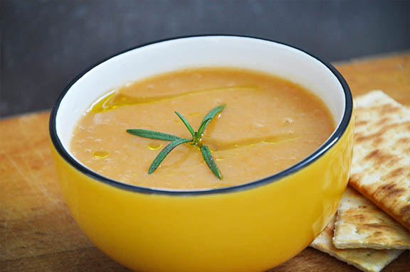 Supa crema de morcovi cartofi si ghimbir reteta