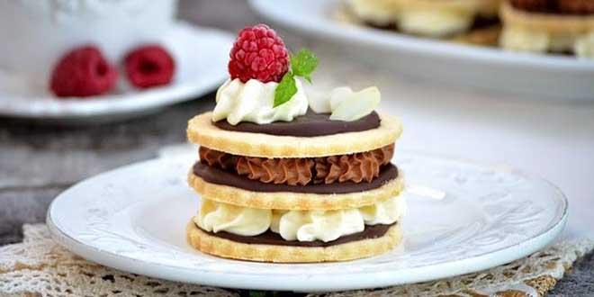 Tortulete din biscuiti cu ganache si crema de ciocolata