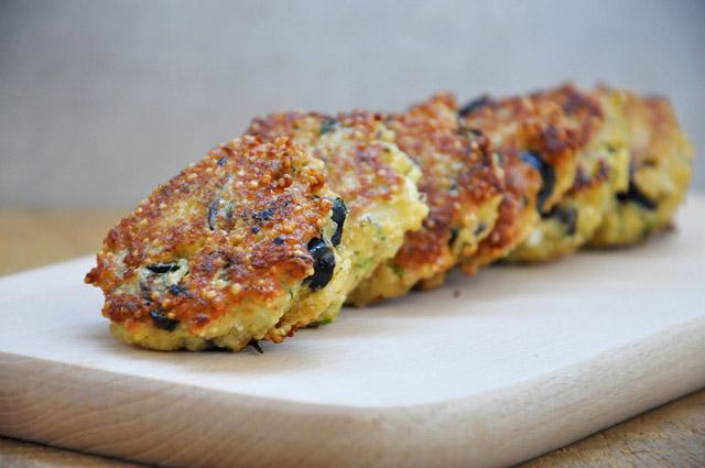 Chiftelute-de-quinoa-cu-branza-feta-si-masline