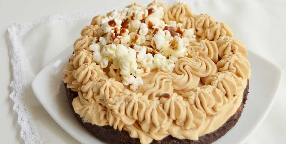 Tort fara gluten cu biscuiti si caramel