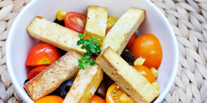 Salata rosii cu tofu afumat
