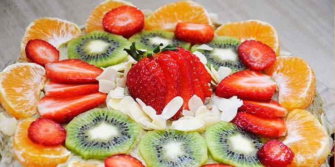 Tort fara gluten de vanilie cu fructe