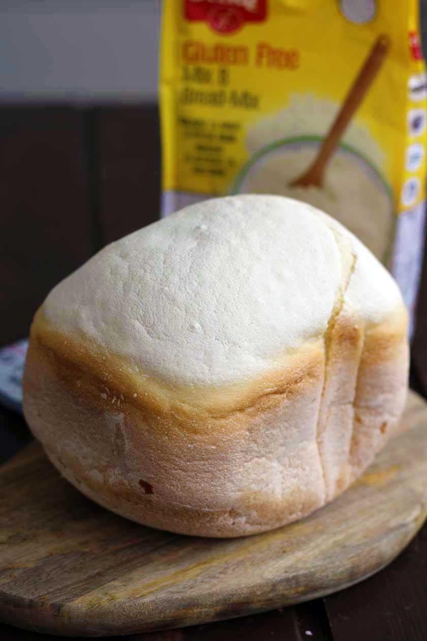 paine fara gluten alba la masina de paine