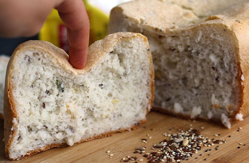 Reteta de paine fara gluten alba cu seminte ELASTICA